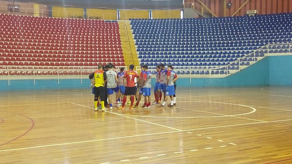 Time do Iate Clube/FEL/Londrina Futsal treinando no Moringão. Equipe deve utilizar apenas o ginásio do Iate para treinos e jogos em 2016. Foto: Reprodução Facebook