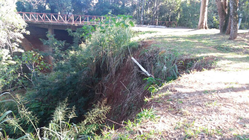 Erosão fica próxima da nascente do Ribeirão Quati. Foto: Redação Paiquerê