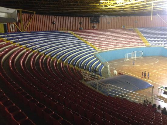 Cheio de goteiras, ginásio está com estrutura deficitária. Foto: Divulgação