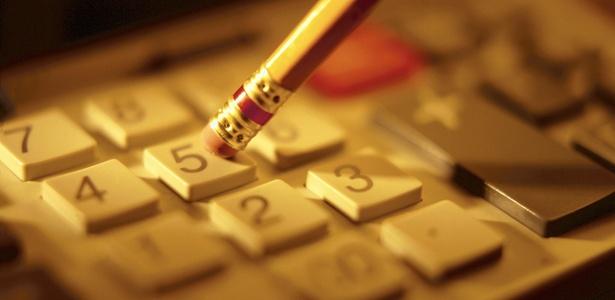 calculadora-financas-dinheiro-contas-calculo-economia-1294678469124_615x300