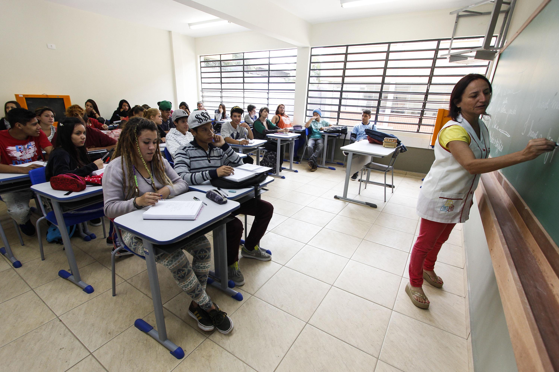 O orçamento do Estado prevê R$ 1,4 bilhão para promover o avanço na carreira do funcionalismo público. Foto: Pedro Ribas/ANPr