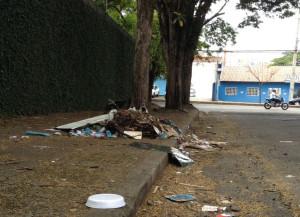 Lixo na rua Dom Pedro II - Foto Lino Ramos  (3)