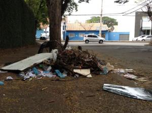 Lixo na rua Dom Pedro II - Foto Lino Ramos  (4)