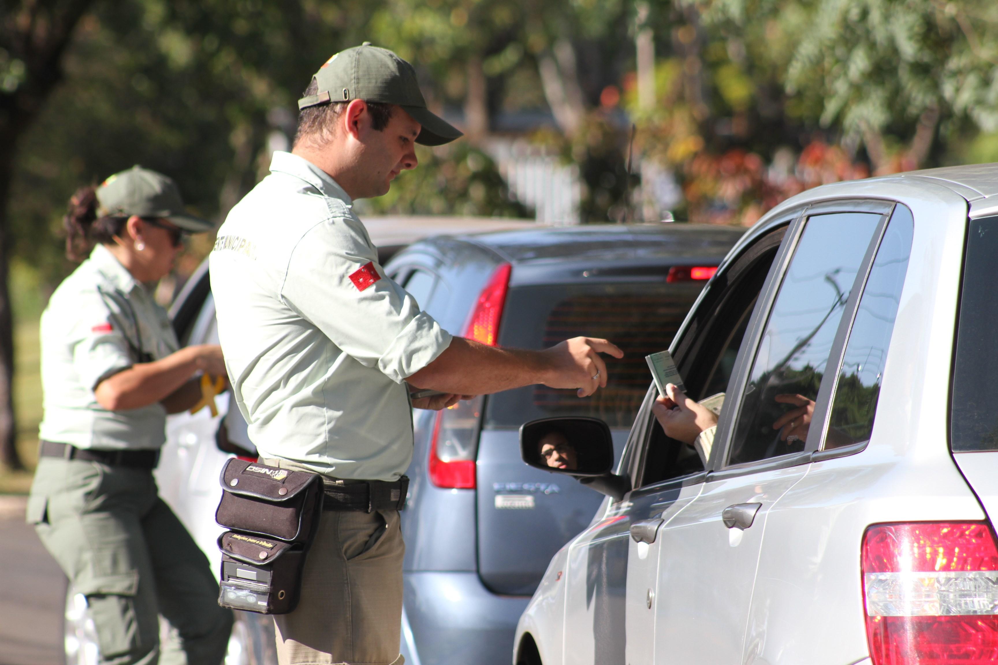 Multas - CMTU - Agente da CMTU - Foto Prefeitura de Londrina