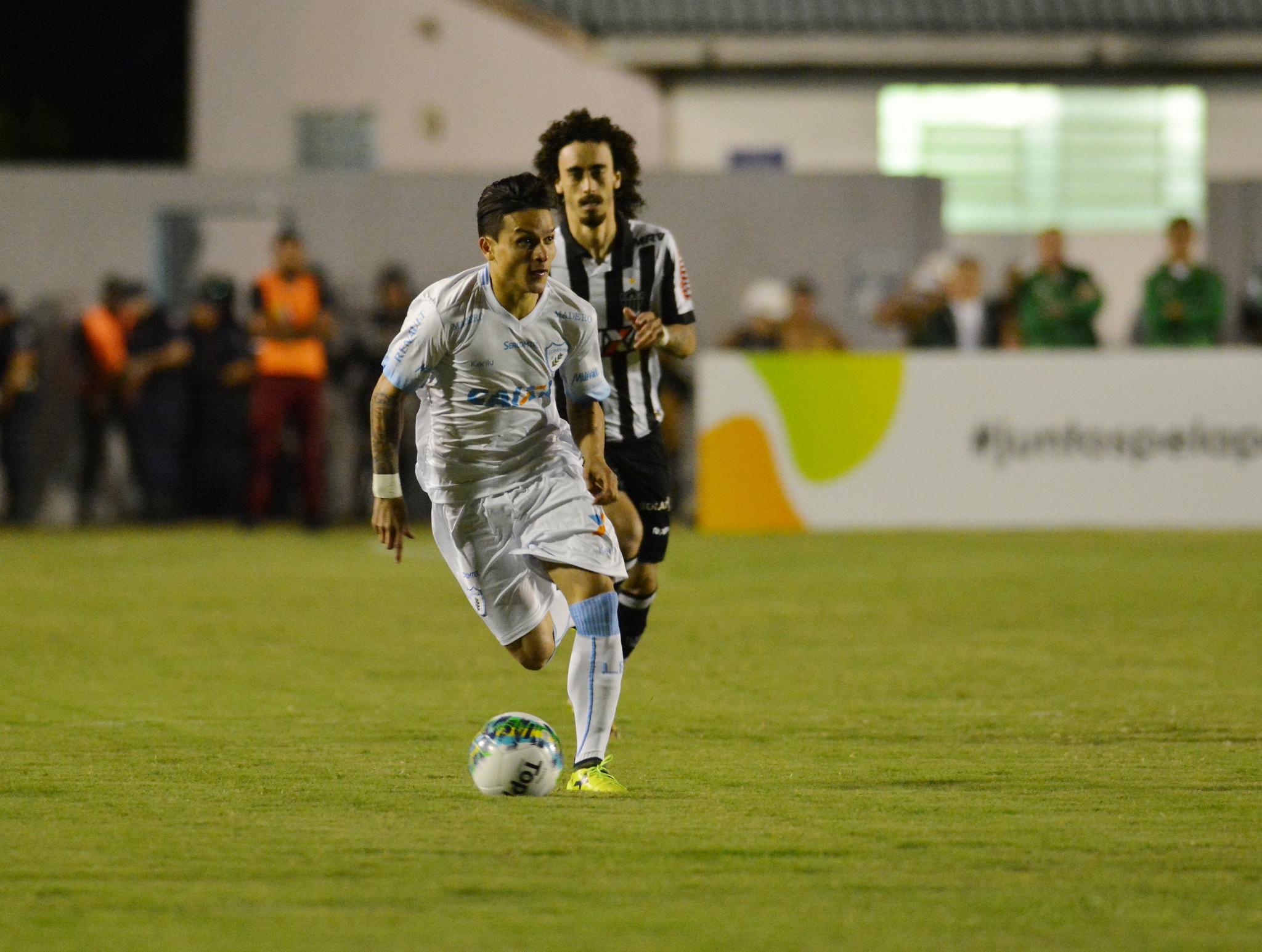 Artur está fora do próximo jogo. Fotos: Gustavo Oliveira/Londrina Esporte Clube