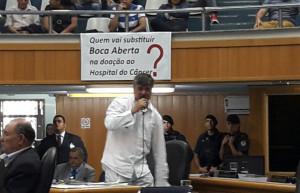 Boca Aberta e chorou e se ajoelhou durante sua defesa. Foto: Paiquerê