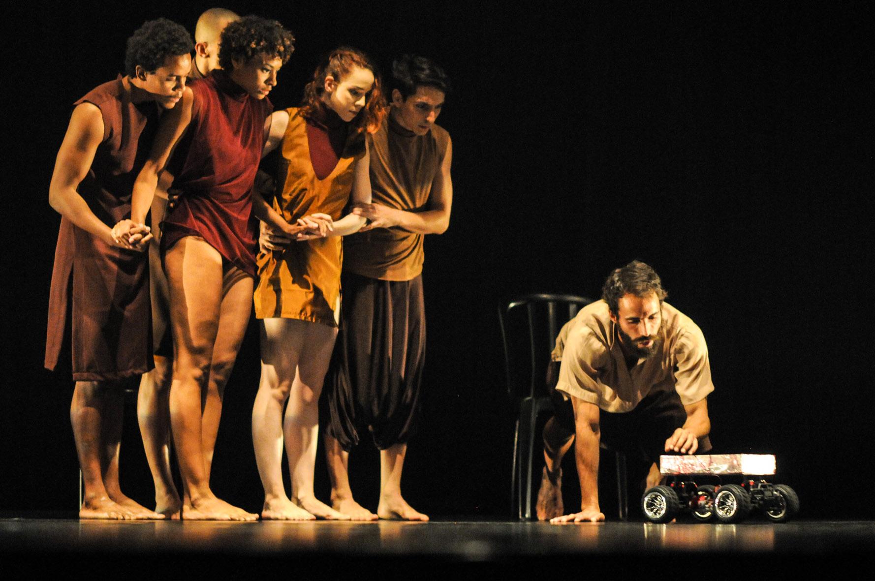 A Giro8 Cia de Dança estreou no cenário da dança goiana em 2011. Foto: Layza Vasconcelos/ Divulgação