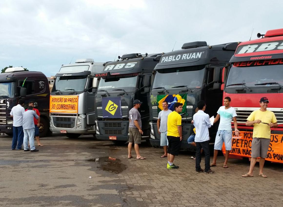 caminhoneiros caminhão greve Valter Campanato Agência Brasil