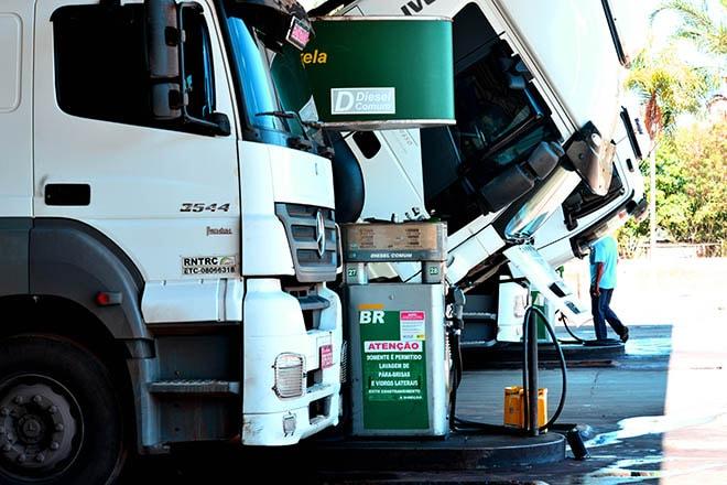 Posto de combustível caminhão divulgação cnt