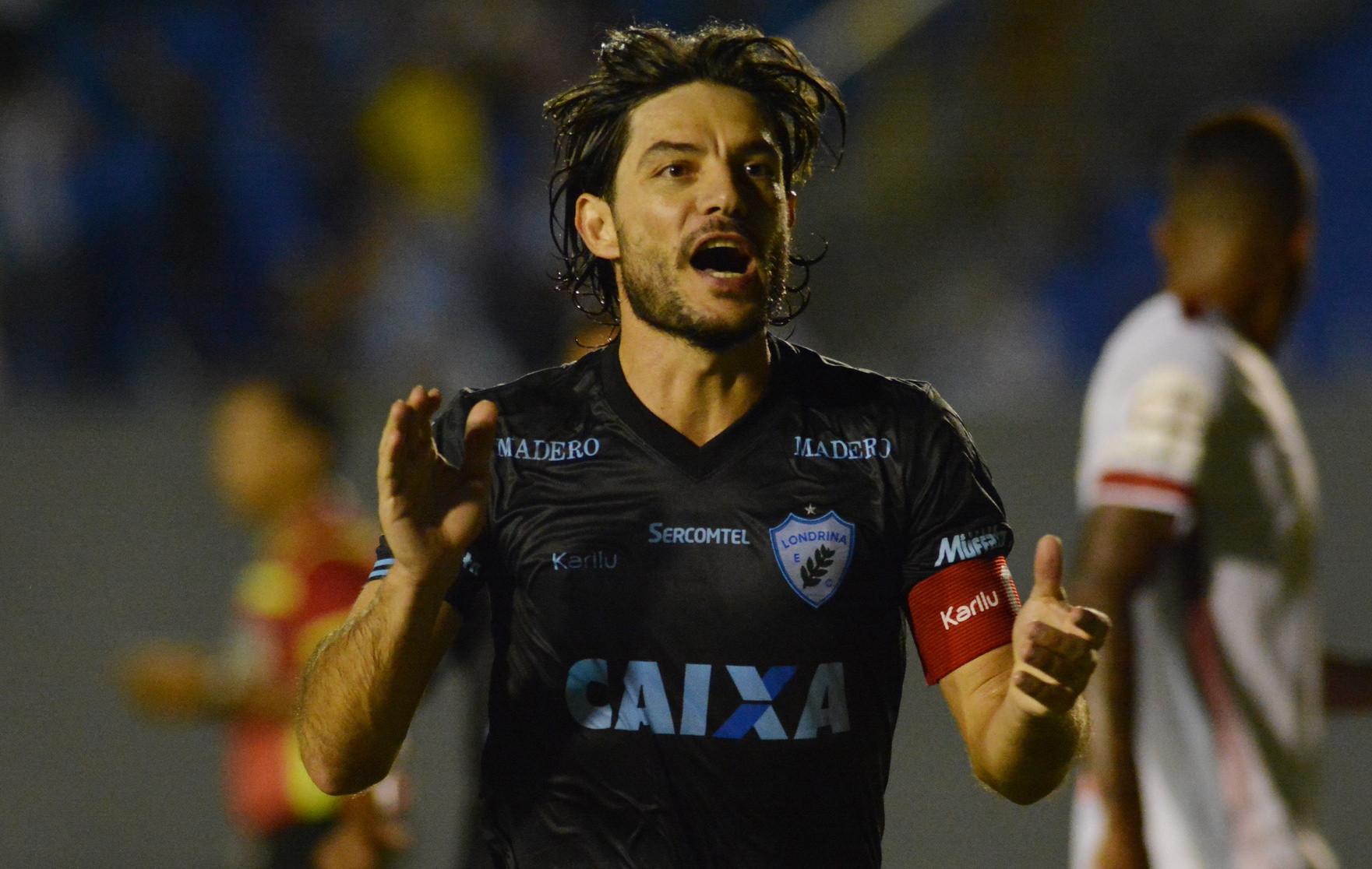 5c4cef55b7 Germano Foto de Gustavo Oliveira-Londrina Esporte Clube – Portal ...