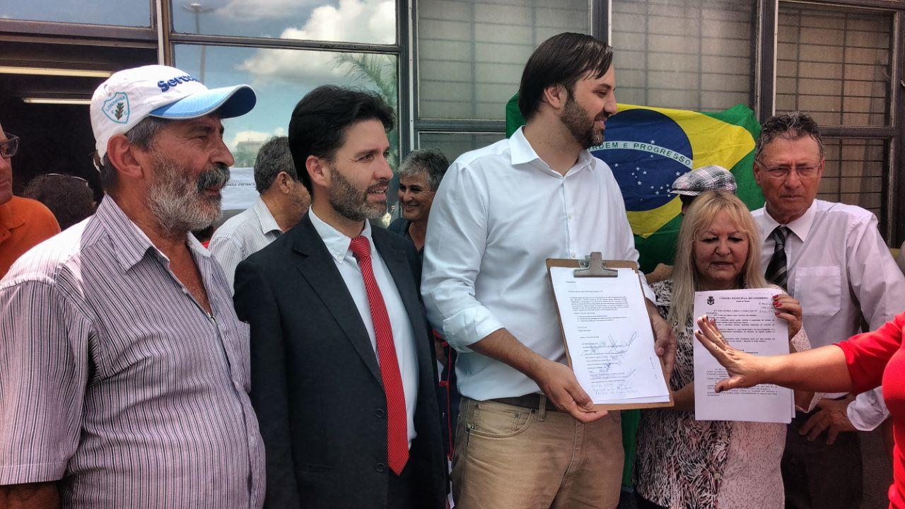 Movimento Abaixo IPTU - assinaturas na Câmara - Foto Weslley Lemos  (11)