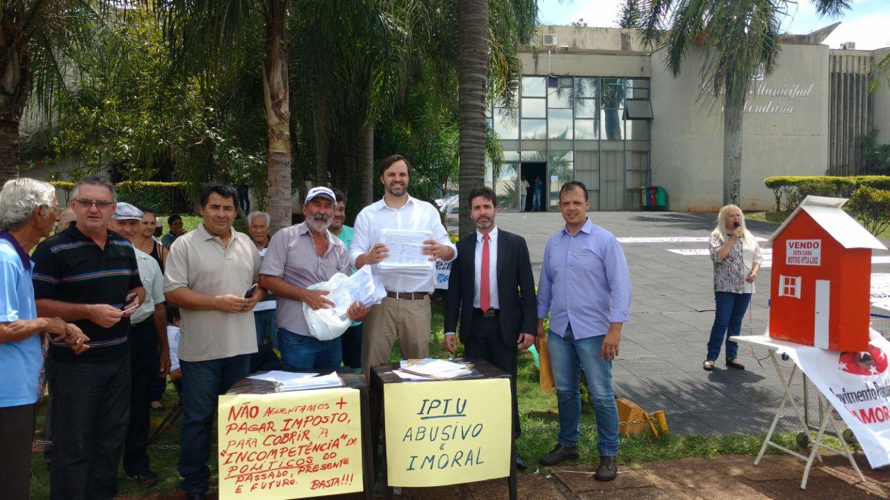 Movimento Abaixo IPTU - assinaturas na Câmara - Foto Weslley Lemos  (12)