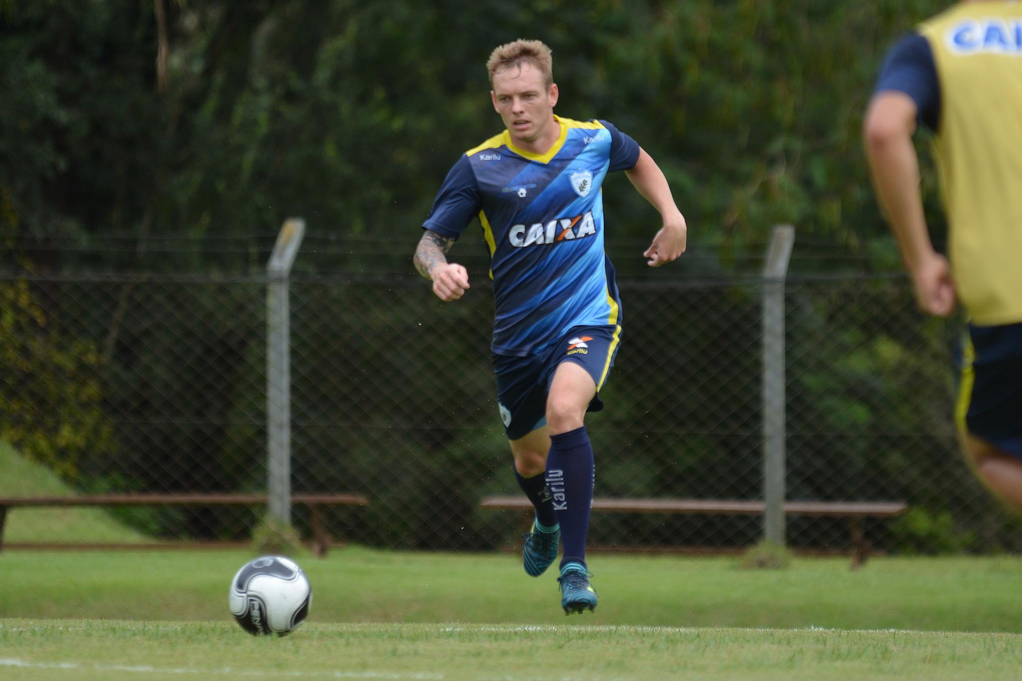 Moisés Volante Londrina  Foto: Gustavo Oliveira/LEC