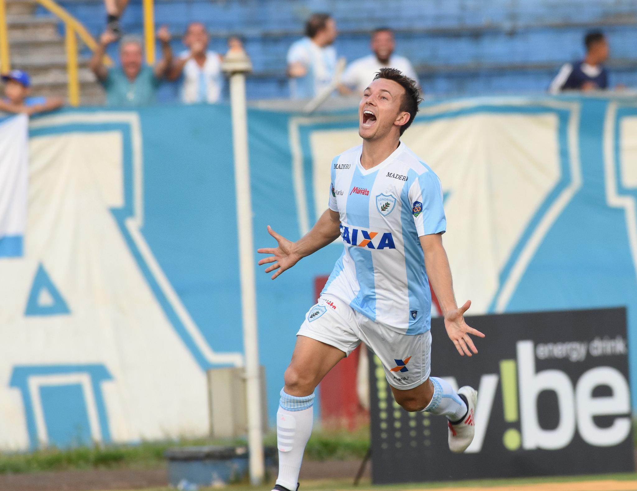 No primeiro toque na bola, Dagoberto fez o gol alviceleste e depois foi substituído com dores na coxa. Ele ficou 18 minutos em campo. Foto: Gustavo Oliveira/Londrina Esporte Clube