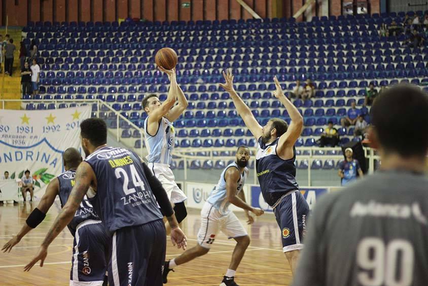 O armador do Londrina, Lucas Lima, foi um dos destaques da partida com 12 pontos e 8 assistências.  Foto: Divulgação
