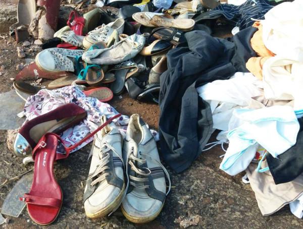 Roupas e sapatos são deixados em avenida da zona sul
