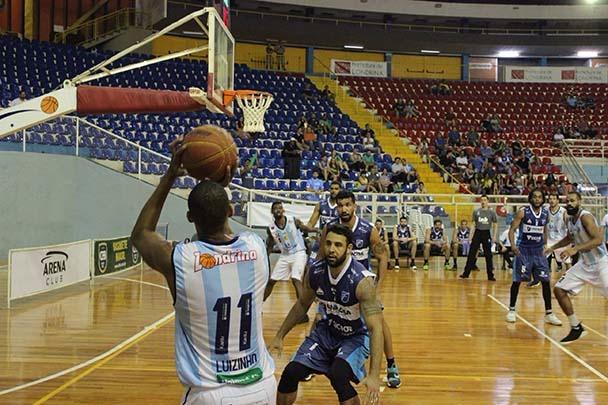 O ala Luiz, o 'Luizinho' foi o grande destaque da partida com 21 pontos Foto NBB/Divulgação