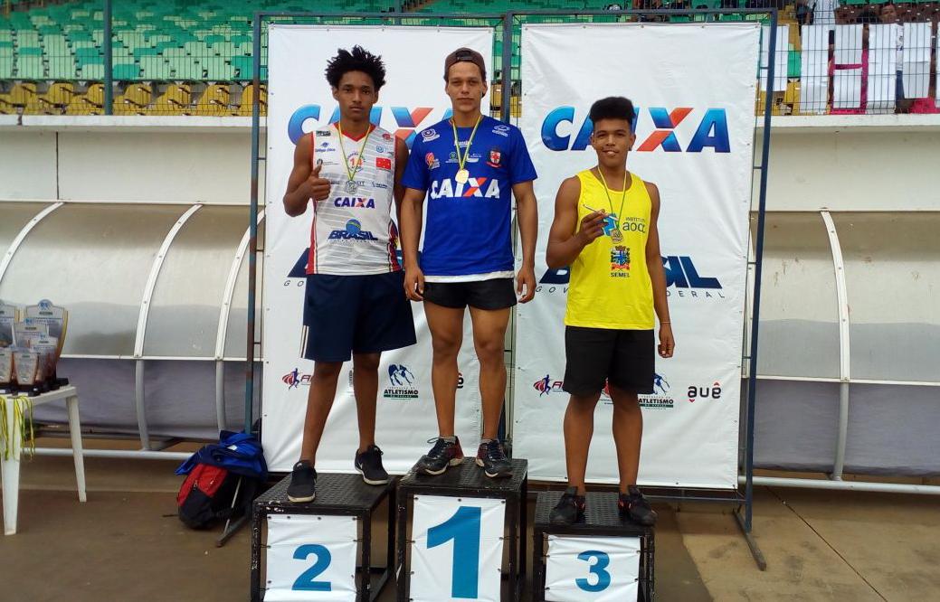 Pódio do arremesso de peso, com David da Silva no primeiro lugar, e Heber de Lima no segundo. Foto: Divulgação