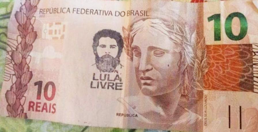 Carimbos do movimento Lula Livre apareceram em cédulas. Foto: WhatsApp Paiquerê