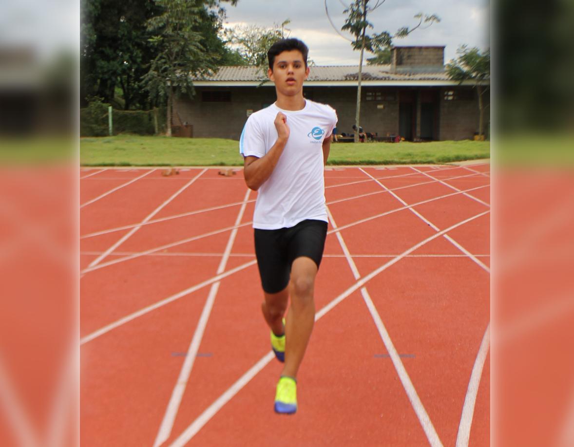 João Ricardo Canônico vem obtendo bons resultados nos 100 metros com barreiras. Foto: Divulgação