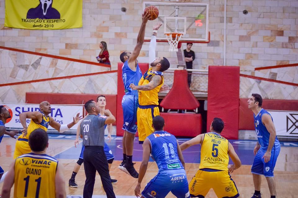 O Londrina saiu de quadra derrotado nas quatro vezes que encarou o São José Basketball na Liga Ouro 2018 Foto: Cláudio Osti