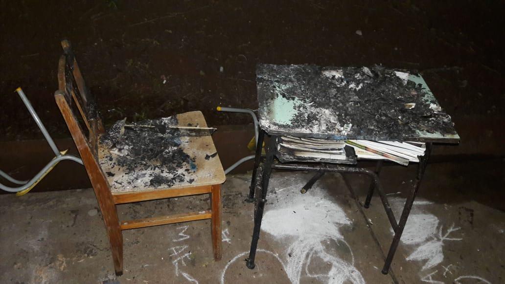 Vandalos ateiam fogo em sala de aula de escola municipal foto divulgacao