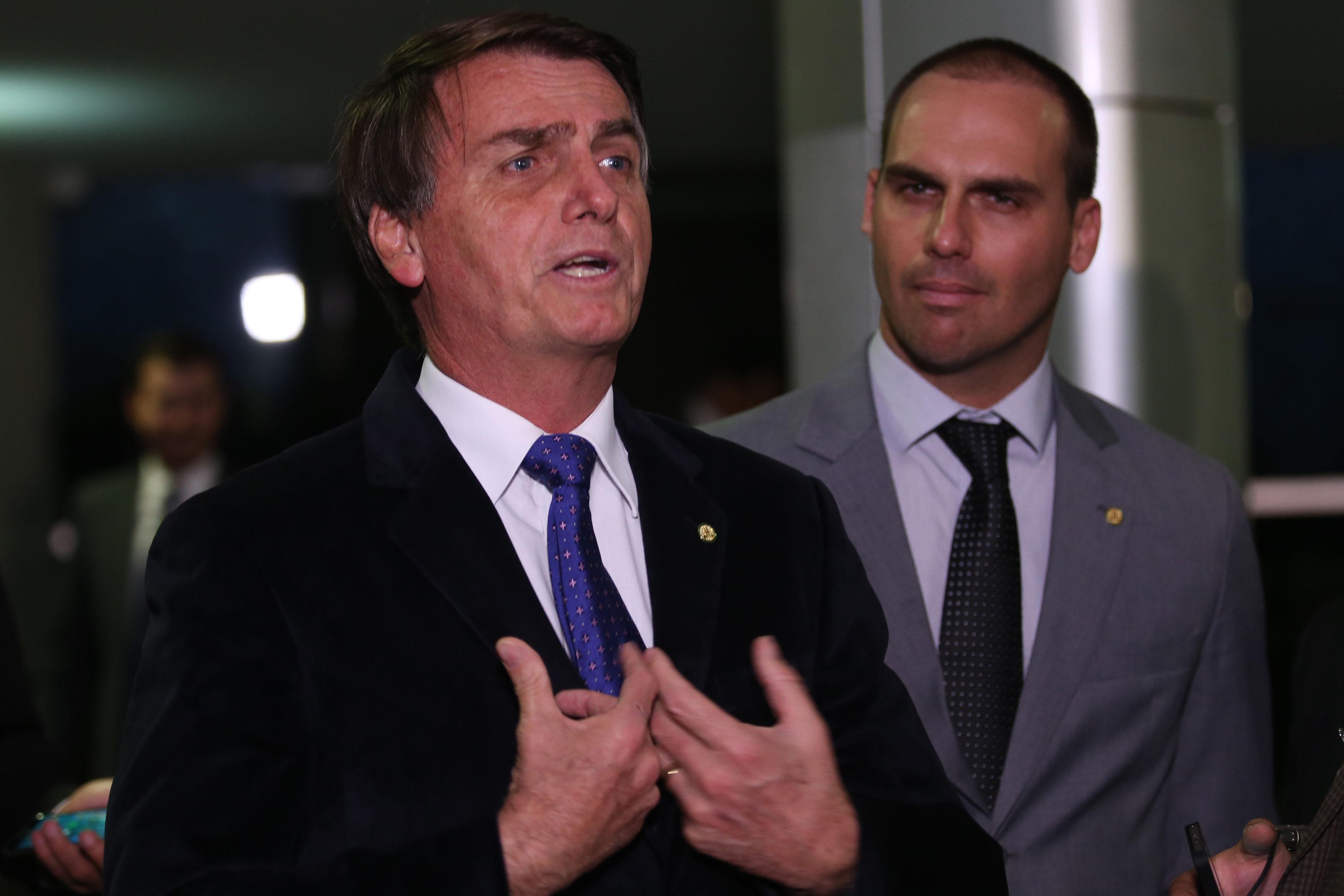 Jair Bolsonaro e seu filho Eduardo. Foto:  Agência Brasil