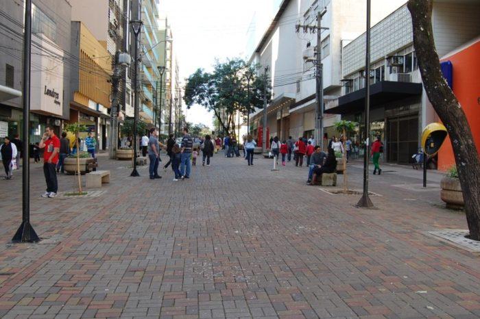 Comércio de rua funciona até às 18h neste fim de semana