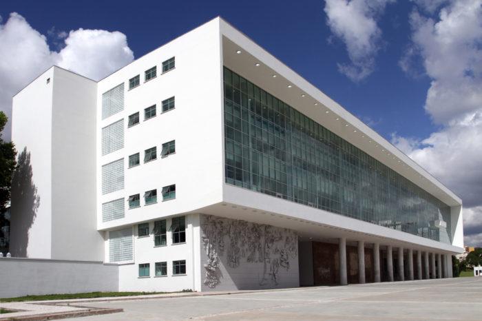 Governo propõe regulamentar cargos em universidades por lei