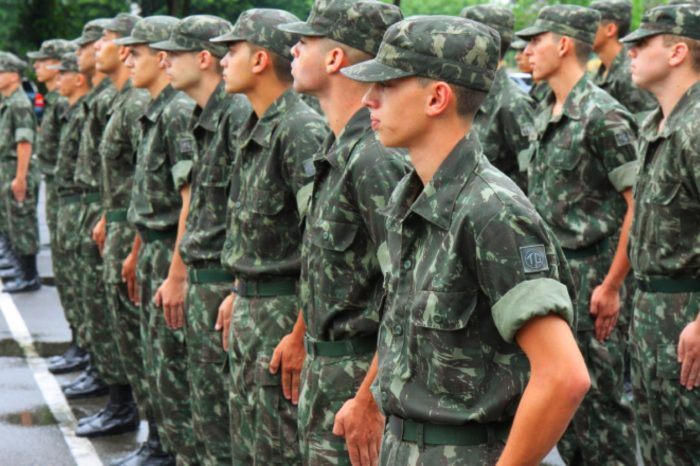 Jovens que completam 18 anos em 2019 devem se alistar no serviço militar