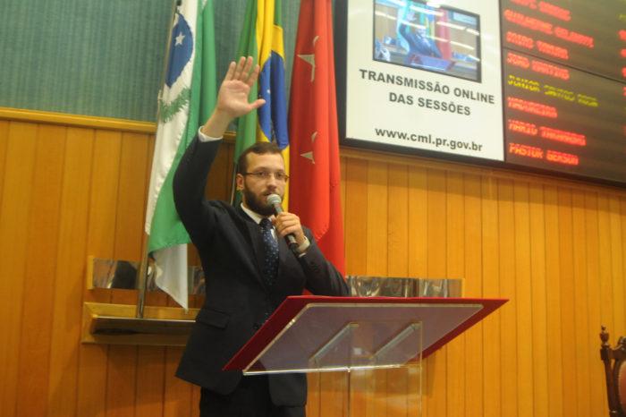 Eleito deputado entrega carta de renúncia ao cargo de vereador em Londrina