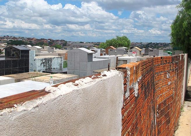 Acesf realiza melhorias nos muros do Cemitério Jardim da Saudade