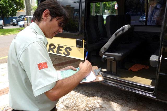 Começa período de vistoria e recadastramento das vans escolares em Londrina