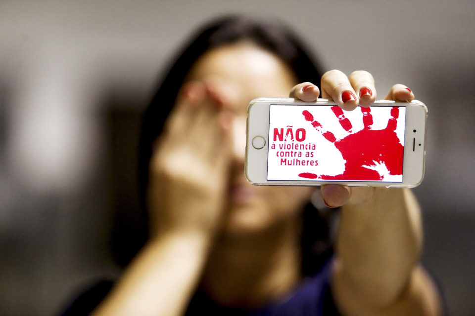Resultado de imagem para Mais de 500 mulheres são agredidas por hora no Brasil, revela pesquisa