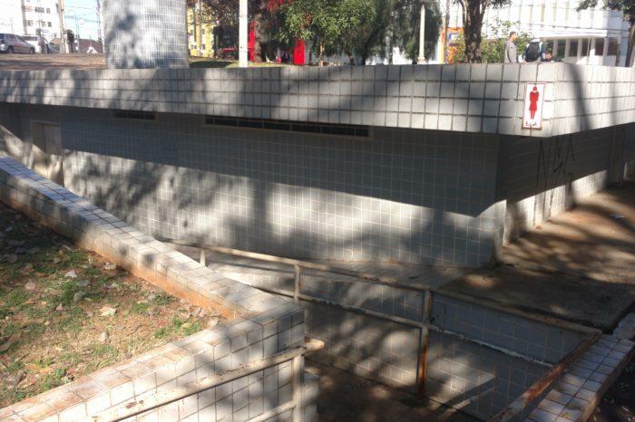 Banheiro da Praça da Bandeira deverá ser reaberto no segundo semestre