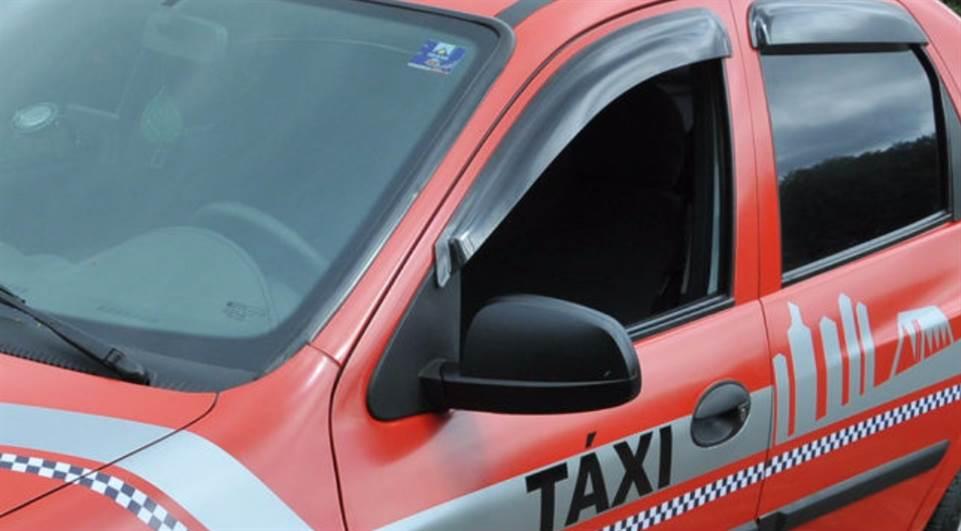 Prefeito sanciona lei que diminui taxas para taxistas em Londrina