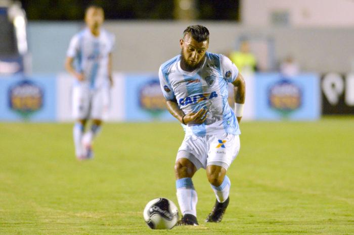 Treinador aprova formação do Londrina com trio ofensivo após triunfo