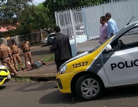 Após perseguição, motociclista bate em viatura em Londrina
