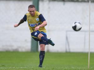 O volante Moisés cumpriu suspensão diante do Atlético-GO. Foto: Divulgação LEC