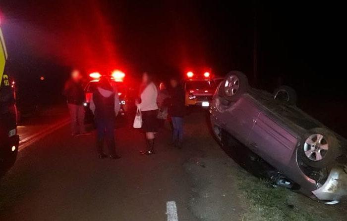 Capotamento na zona rural deixa cinco feridos da mesma família