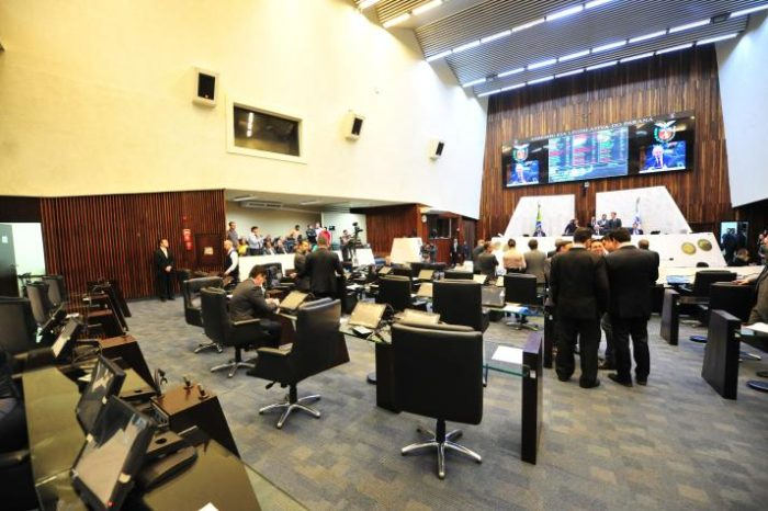 Após manobra da base do governo, reajuste de servidores estaduais não é votado