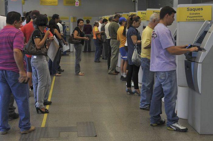 Agências bancárias só voltam a abrir na quarta-feira (6) às 12h