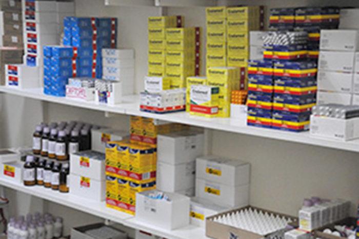 Procon e Conselho Regional fiscalizam farmácias em Londrina