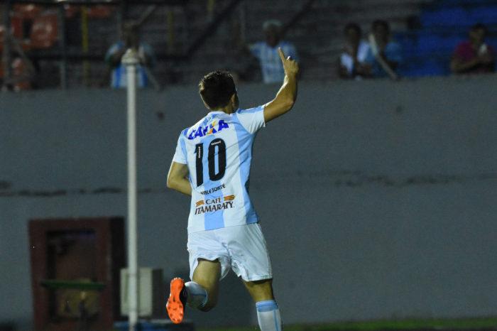 Dagoberto anuncia aposentadoria durante maior sequência de derrotas da gestão SM