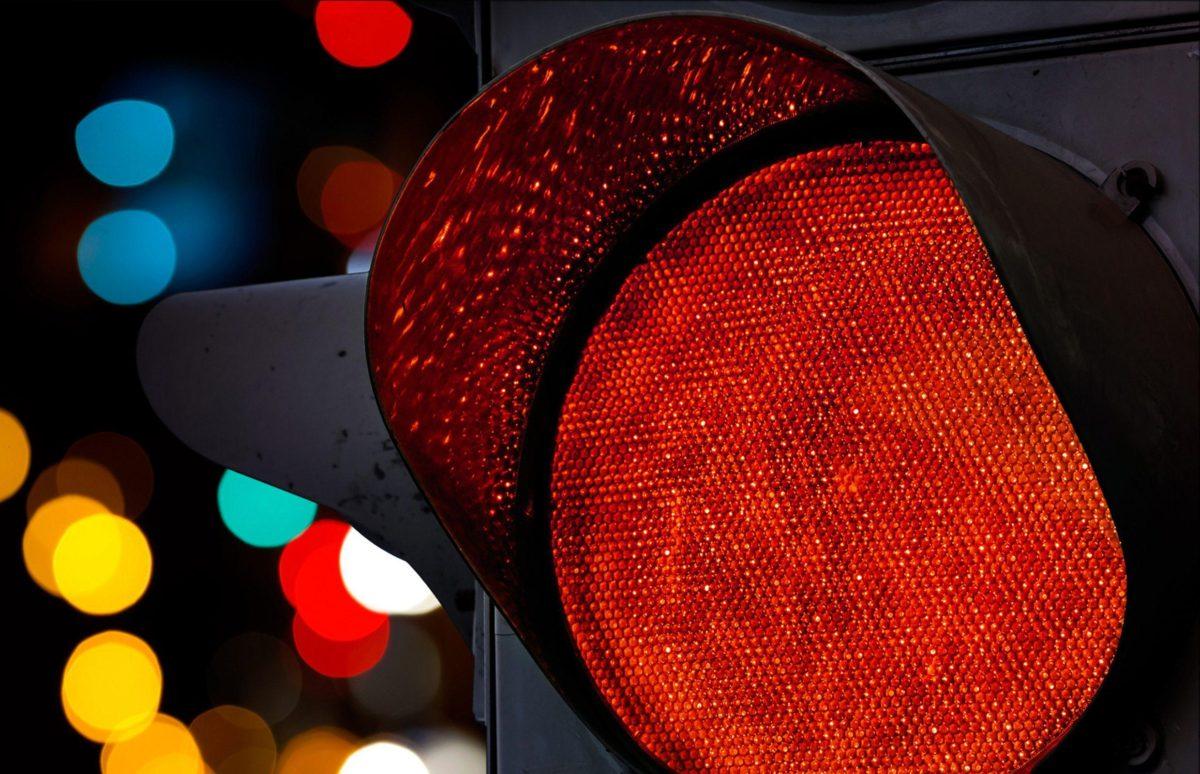 Proibição de multas por avanço de semáforo na madrugada pode virar lei