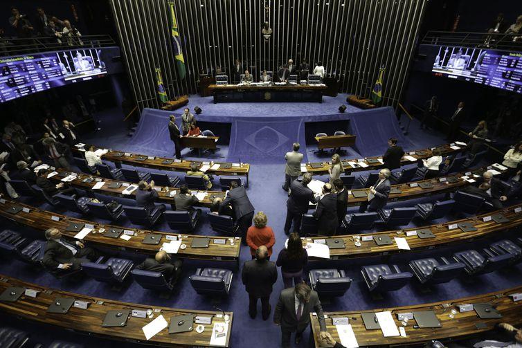 Deputados aprovam urgência para projeto que atualiza lei das licitações