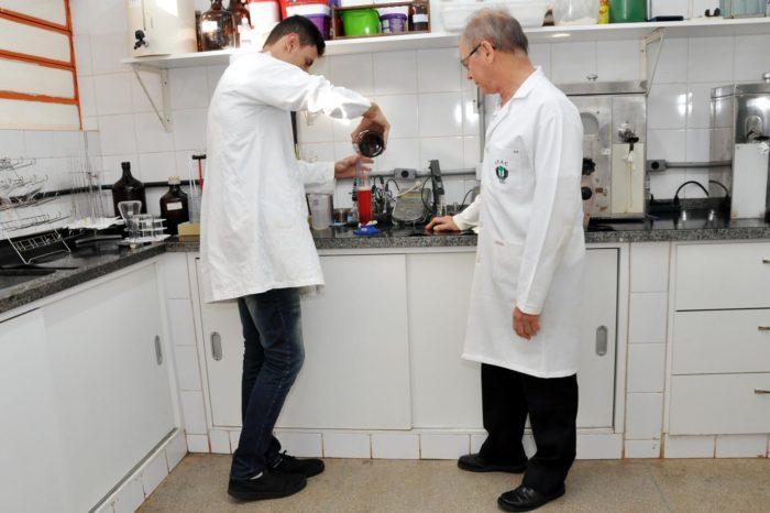 Laboratório do UEL avalia qualidade de combustíveis automotivos