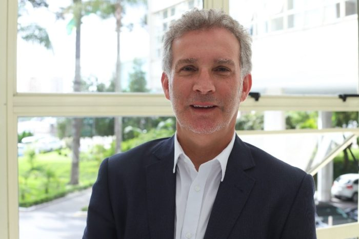 Ratinho Junior anuncia jornalista Hudson José para a Comunicação