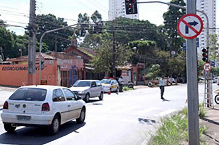 Sentido de circulação do trânsito na rua Santa Terezinha é alterado