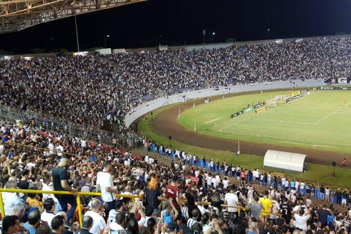 Empresa suspeita que mais de 3 mil torcedores entraram com ingressos falsos no jogo do Corinthians